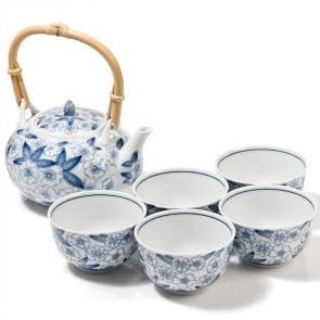 Decorate the table Japanese style - tea set