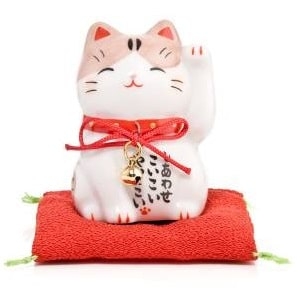 what do Japanese lucky cats mean