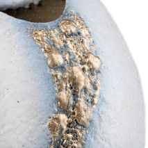 White and Gold Kinsai Quality Japanese Vase detail